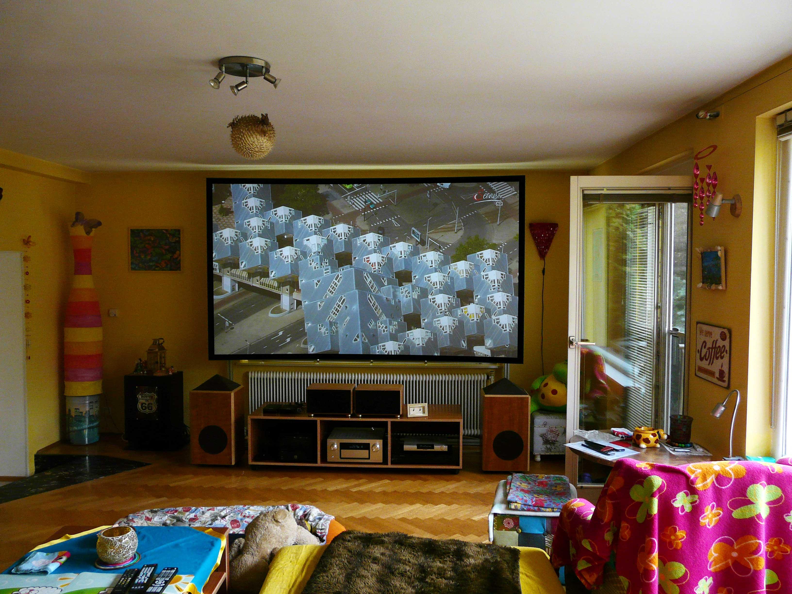 Erstaunlich ... Wohnzimmer Die CouchScreen Leinwand Ist Die Einzige Seit Jahren  Verfügbare Hochkontrastleinwand Die Auch Bei Einfall Von Streulicht
