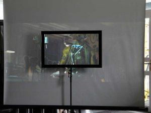 Im Unterschied zu CouchScreen Leinwänden sieht das aufprojizierte Bild bei weißen Leinwänden in Räumen mit Lichteinfall zumeist stark ausgeblichen aus.