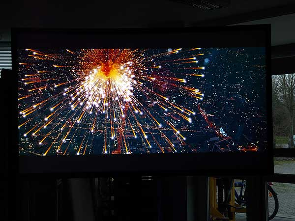 Sony Celebrate every detail on CouchScreen Hochkontrastleinwand Bild 1